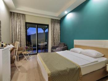 CRYSTAL GREEN BAY RESORT & SPA 5*