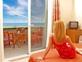 PLATON BEACH HOTEL 2*